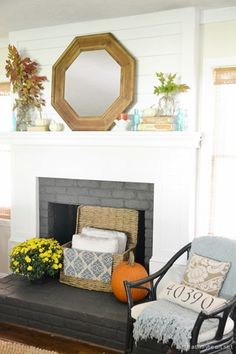41 Charming Fireplace Makeover For Fall Home Decor Ideas Fall Home Decor, Autumn Home, Painted Brick Fireplaces, Fireplace Mantle, Home Decor Inspiration, Decor Ideas, Home And Living, Living Room, House Tours
