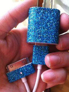 DIY example of an iPhone glitter charger. Cute idea and easy to make using craft glue and glitter. Cute Crafts, Diy And Crafts, Glitter Charger, Craft Projects, Projects To Try, Accessoires Iphone, Iphone Charger, Iphone Cases, Iphone Accessories