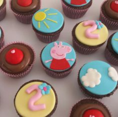 Cupcakes peppa pig - Drucka Machado Bolos - www.facebook.com/druckamachadobolos