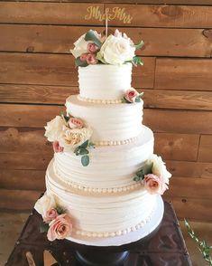 Four tier wedding cake #weddingcake #cakephoto #wedding #weddingcakes
