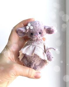 ➰Весенние краски➰# . 🌸Все распускается и цветёт. А аромат то какой от яблони, черемухи. Ммм. . 🍃Вчера стояла и вдыхала, вдыхала. 🌸Эти… Ooak Dolls, Art Dolls, Organic Baby Toys, Pet Mice, Teddy Toys, Sewing Dolls, Needle Felted Animals, Felt Toys, Stuffed Animal Patterns