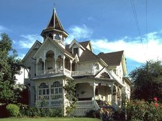 Weller Victorian House Los Angeles, CA - Built in architect George Barber. Victorian Architecture, Beautiful Architecture, Beautiful Buildings, Architecture Details, Beautiful Homes, House Beautiful, Victorian Style Homes, Victorian Decor, Historic Homes