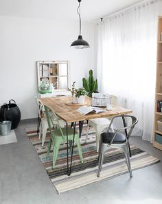How to make a rustic dining table - How to make a rustic dining table – Leroy Merlin - Diy Dining Room Table, Patio Dining, Small Dining Area, Diy Kitchen Decor, Home Decor, Simple Living Room, Piece A Vivre, Living Room Designs, Decoration
