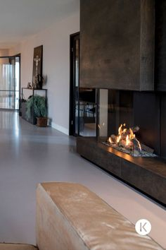 Home Fireplace, Fireplace Remodel, Modern Fireplace, Living Room With Fireplace, Art Deco Living Room, Home Living Room, Living Room Designs, Home Room Design, House Design