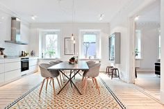 my scandinavian home: Love the rug and open space and dining room chairs Kitchen Living, New Kitchen, Appartement Design, Scandinavian Home, Scandinavian Apartment, Deco Design, Kitchen Tiles, Design Kitchen, Beautiful Kitchens