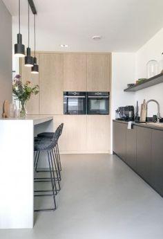 studioww-project09d Bathroom Interior, Kitchen Interior, Home Interior Design, Funky Kitchen, Home Decor Kitchen, Bungalow Conversion, Home Inc, Minimalist Kitchen, Küchen Design