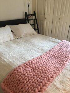 Chunky Knit Throw, Chunky Blanket, Chunky Yarn, Chunky Knits, Knitted Cushions, Knitted Blankets, Merino Wool Blanket, Loom Crochet, Finger Crochet