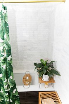 palm patterned shower curtain || brass shower curtain rod || marble shower tile