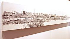 """Mostra """"Olhares múltiplos sobre cinco cidades"""", com belas obras sobre pontos turísticos ou conhecidos de Belo Horizonte, Brasília, Rio de Janeiro, Salvador e São Paulo, retratados por quatro artistas, com diferentes técnicas: desenho com grafite, colagem, aquarela e tinta acrílica."""