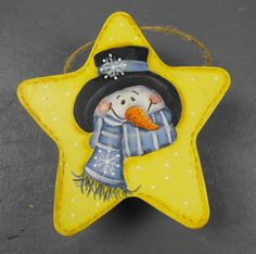 Snowman design on a star. Christmas Wood, Christmas Snowman, Christmas Crafts, Christmas Stars, Pintura Country, Wood Ornaments, Xmas Ornaments, Wood Yard Art, Tole Painting Patterns
