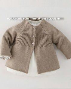Raglan baby jacket with vertical yoke Baby Sweater Patterns, Baby Cardigan Knitting Pattern, Knitted Baby Cardigan, Knit Baby Sweaters, Knitted Baby Clothes, Baby Knitting Patterns, Baby Patterns, Baby Pullover Muster, Knitting For Kids