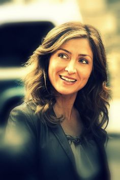 I LOVE this promo pic of Sasha as Maura! There's just something extra special about her in this one...<3
