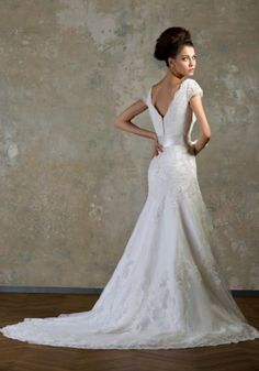 romantisches Hochzeitskleid mit Schleppe betont die Hüftenkurven-Satin-Gürtel