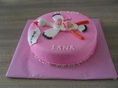 taart baby meisje Geboorte taart meisje   Mmm   Pinterest   Babyshower, Shower cakes  taart baby meisje