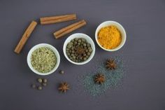 If you want to try your hand at preparing Asian cuisine, it's a good idea to stock up on the basic seasonings. See an overview of the basic herbs and spices below! Dry Cough Remedies, Natural Remedies, Best Fat Burning Foods, Anti Inflammatory Recipes, Ayurveda, No Cook Meals, Herbalism, Clean Eating, Food And Drink