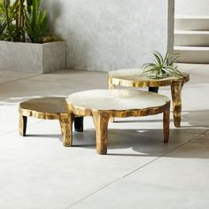 Spending this week sourcing outdoor living decor ideas for the bank holiday weekend ahead Click through to see some ideas on perking up outdoor spaces. Outdoor Wood Dining Table, Whitewash Dining Table, Grey Dining Tables, Outdoor Coffee Tables, Metal Dining Chairs, Accent Tables, Side Tables, Outdoor Living, Metal Sofa
