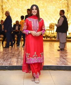 Awesome Clicks from Walima of Sadia Ghaffar and Hassan Hayat Salwar Suit Neck Designs, Neck Designs For Suits, Pakistani Models, Pakistani Outfits, Pakistani Actress, Hand Embroidery Dress, Embroidery Suits Design, Punjabi Wedding Suit, Wedding Suits