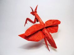 ORIGAMI........BY VIETNAMESE ARTIST NGUYEN HUNG CUONG.........SOURCE BING IMAGES......... Nguyen Hung, Origami, Paper Folding, Paper Roses, Japanese Culture, Christmas Ornaments, Holiday Decor, Praying Mantis, Bing Images