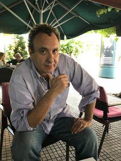 Ο Χρήστος Χωμενίδης είναι ένας συγγραφέας και παράλληλα ένας σχολιαστής της καθημερινότητας, με τον δικό του, προσωπικό τρόπο, είτε με άρθρα του σε εφημερίδες είτε με την έντονη παρουσία του στο Facebook. Και φυσικά με τα βιβλία του.