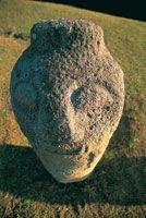 Cabeza tallada en roca granítica, Parque Arqueológico de San Agustín, Huila.