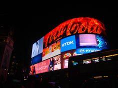 #london #londres #black #light #screen #écran #cocacola #coca #england #angleterre