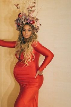 Beyonce Is A Pregnant Queen In Red Gown And Flower Crown At Mom Gala, Beyonce, Beyonce Pregnant, Beyonce Pregnancy Fashion, Beyonce Maternity Fashion Estilo Beyonce, Beyonce E Jay Z, Beyonce Show, Beyonce Style, Beyonce Knowles, Tina Knowles, Runway Models, Marie Claire, Beyonce Pregnant