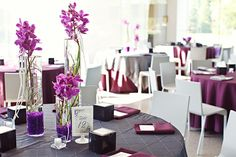 pops of purple table design at a modern art museum wedding (photo by mary wyar photography)