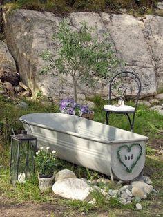 my love affair with outdoor bathtubs .my love affair with outdoor bathtubs Outdoor And Country, Rustic Outdoor, Outdoor Sofa, Outdoor Spaces, Outdoor Living, Outdoor Decor, Garden Bathtub, Outdoor Bathtub, Garden Art