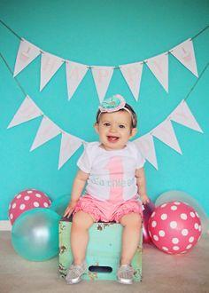 Baby girls photoshoot! | Iliasis Muniz Photography Baby photography, children photography, balloon props, light blue wooden crate prop, banner prop, cute baby outfits, baby headbands, light blue and pink polka dot balloons.
