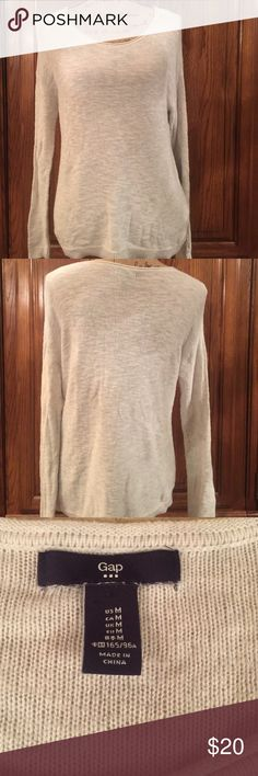"GAP Slub Scoop Sweater Size medium in EUC. Made of 60% cotton and 40% viscose. The color is light heathered gray. It measures 19"" underarm to underarm it measures 24.5"" long measured from shoulder to hem and the sleeves measure approximately 24"" GAP Sweaters Crew & Scoop Necks"