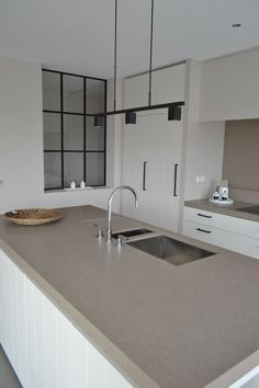 Possibly quartz Possibly quartz Open Plan Kitchen Living Room, Loft Kitchen, Kitchen Dinning, Kitchen Interior, Home Interior Design, Kitchen Design, Modern Farmhouse Kitchens, Home Kitchens, The Residents