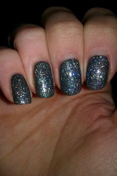 Christmas nails? Looks more like New Years to me...