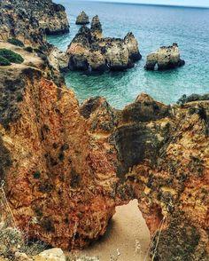 Roadtrip Algarve, Portugal. Strand Praia Dos Très Irmãos vastgelegd door Instagrammer  focusonfoodies. Deel je roadtrip plezier en plaats de hashtag #MetEenHuurautoZieJeMeer bij je foto's op social media.