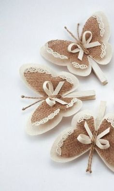 Diy Crafts - Set of 5 Clothes Pins with Butterfly Wings, Burlap Butterfly Wings, White Cottage Chic Wedding Decor, Rustic Home Decor, Burlap Ornaments Kids Crafts, Felt Crafts, Crafts To Make, Arts And Crafts, Paper Crafts, Burlap Flowers, Fabric Flowers, Paper Flowers, Burlap Ribbon