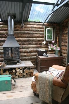 This could be a cool hunting cabin The Effective Pictures We Offer You About Hunting Cabin shed A qu Tiny Cabins, Tiny House Cabin, Cabins And Cottages, Cabin Homes, Log Homes, Log Cabins, Casa Octagonal, Foster House, Off Grid Cabin