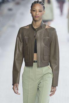 Hermès, Printemps/été 2019, Paris, Womenswear Fur Clothing, Skin To Skin, Hermes, Jackets For Women, Women Wear, Leather Jacket, Lifestyle, Paris Fashion, Ss