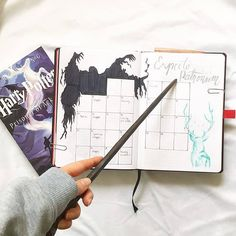 Magical Harry potter bullet journal ideas you need to see! Almost a mess - - Are you a Harry Potter fan looking for some bullet journal inspiration?This post collects more than 40 Harry Potter bullet journal ideas for your bujo. Bullet Journal Monthly Calendar, Bullet Journal Spreads, Bullet Journal Cover Page, Bullet Journal Notebook, Bullet Journal Layout, Bullet Journal Ideas Pages, Journal Covers, Bullet Journal Inspiration, Monthly Planner