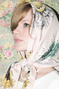 Silk scarf Vintage 1970s #SilkScarf #HowToWearSilkScarf