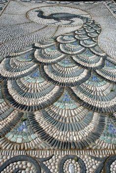 How-to-DIY-Spiral-Mosaic-Stone-Garden-Path-3.jpg (550×824)