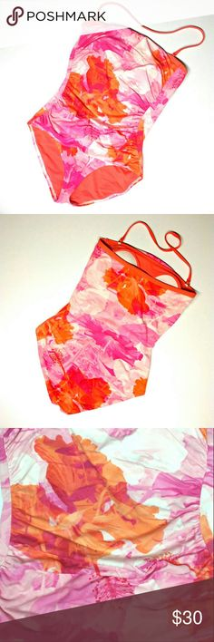 Tommy Bahama Womens 1pc Swim Suit Size 10 Size 10 pre-owned  Half-moon cups offer support and coverage Tummy-control panel for a slimming effect Single detachable halter strap included Style TSW82815P Color Coral/Bright Pink Multi 92% nylon, 8% spandex Retail $147 Tommy Bahama Swim One Pieces