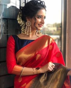 Top Latest and Trendy Blouse Designs For Saree - - Want to get that stylish look in Saree. Take a look at these stunning and trending blouse designs photos for ultimate style. Blouse Back Neck Designs, Fancy Blouse Designs, Latest Blouse Designs, Indian Blouse Designs, New Saree Designs, Dress Designs, Pattu Saree Blouse Designs, Silk Saree Blouse Designs, Silk Sarees