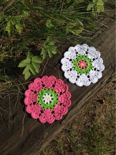 Free charted pattern for pretty coasters with links to other heart patterns ✿⊱╮Teresa Restegui http://www.pinterest.com/teretegui/✿⊱╮