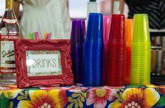 Aproveitando de ideias de chá bar para o Open House. Open House Tropical, cheio de cor e muita bebida! Luau Pool Parties, Luau Party, Diy Party, Neon Party, Fiesta Party, Hawaian Party, Sunset Party, Fantasy Party, Moana Party