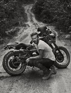 """Beckham veio pro Brasil. Andar de moto  Ex-jogador inglês com uma Triumph Scrambler na foto de divulgação do documentário """"Into the Unknown"""", que irá ao ar no Reino Unido pela BBC1   """"Into the Unknown"""" (algo como dentro do desconhecido, em tradução livre) vai ao ar em junho pela BBC One, no Reino Unido. (Por Arthur Caldeira/foto: BBC1)  Materia do Infomoto."""