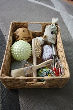 Treasure Basket Vegetarian Child You are in the right place about montessori baby Here we offer you Montessori Baby, Montessori Activities, Infant Activities, Activities For Kids, Baby Play, Baby Toys, Treasure Basket, Sensory Boxes, Montessori Materials