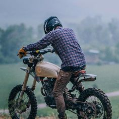 Gettin dirty @kaycee_landsaw . @uglybros_usa  @bangmoto . #motorcycle #scrambler #hondaxl500 #dirtbike #utah #parkcity #saltlakecity  via ✨ @padgram ✨(http://dl.padgram.com)