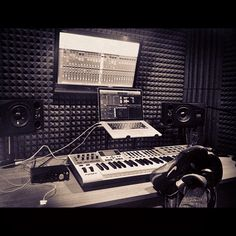 Check out this massive list of home studio setup ideas. Filter down by room colors, number of monitors, and more to find your perfect studio. Home Recording Studio Setup, Home Studio Setup, Music Studio Room, Audio Studio, Studio Desk, Sound Studio, Dream Studio, Basement Studio, Home Studio Musik