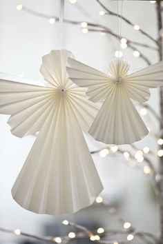 Magic quilling angel tinker - step by step instructions and great pictures Homemade Christmas Decorations, Christmas Tree Themes, Christmas Paper, Kids Christmas, Paper Angels Diy, Creative Arts And Crafts, Christmas Crafts, Christmas Ornaments, Christmas Gift Wrapping