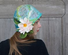 Unique felted cloche hat, retro style hat with daisy flower and green leaves. Cloche Hat, Nuno Felting, Beautiful Gifts, Fiber Art, Flower Power, Retro Fashion, Hair Accessories, Etsy Shop, Esty