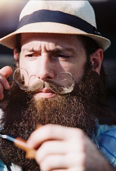 Como cuidar da barba com 1740 Beard Balm Caleb Quin